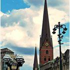 Hamburg - 2 Laternen und 2 Kirchen