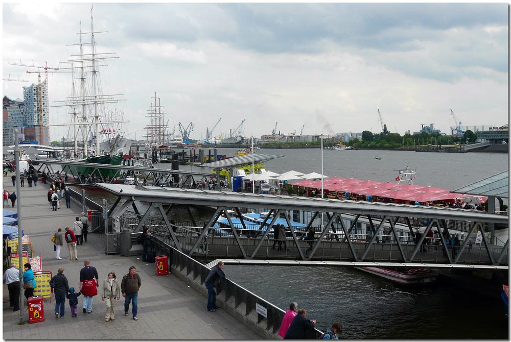 Hamburg - An den Landungsbrücken