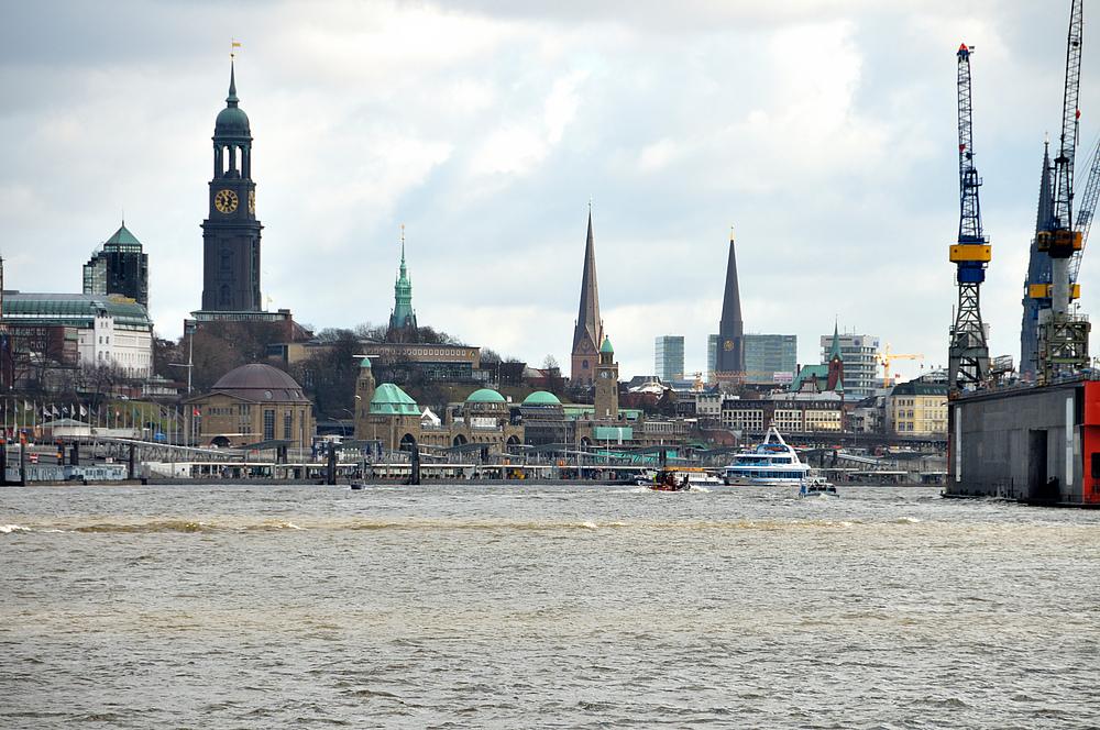 Hamburg - Blick auf Landungsbrücken 16