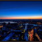 Hamburg die Blaue Stunde erwischt.