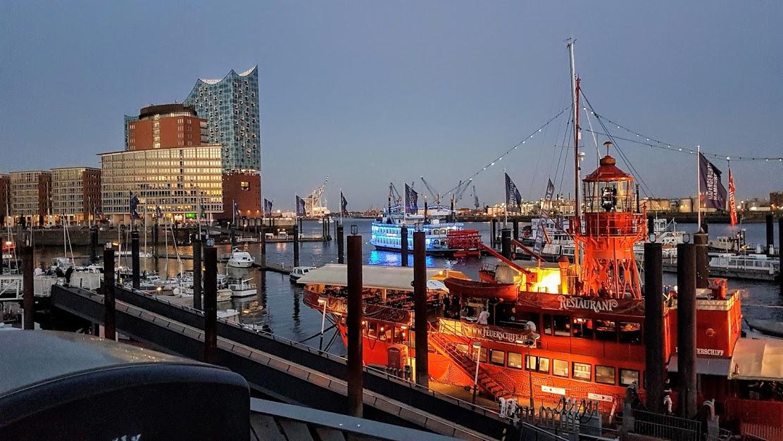 Hamburg-Elbphilharmonie-blaue-Stunde
