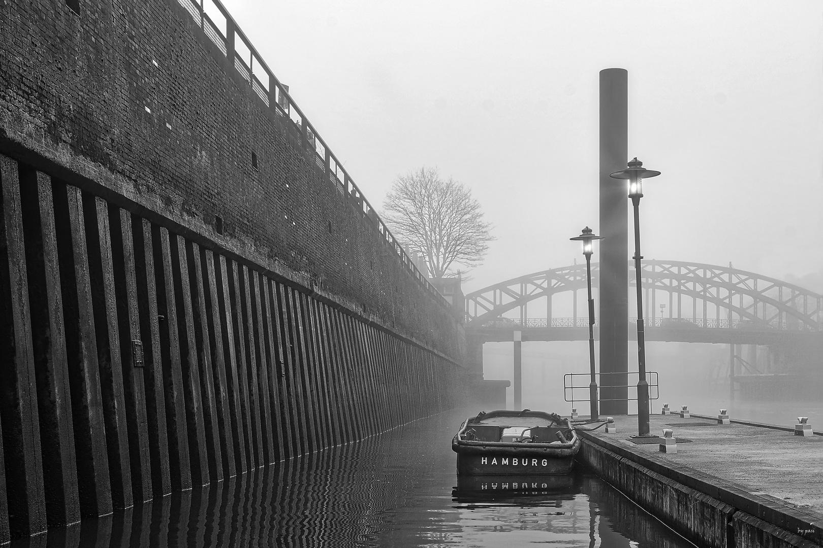 Hamburg im Nebel