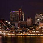 Hamburg Impressionen - Dreimastbark an den St. Pauli Landungsbrücken