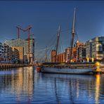 Hamburg Impressionen - malerischer Traditionsschiffhafen in der Hafen City
