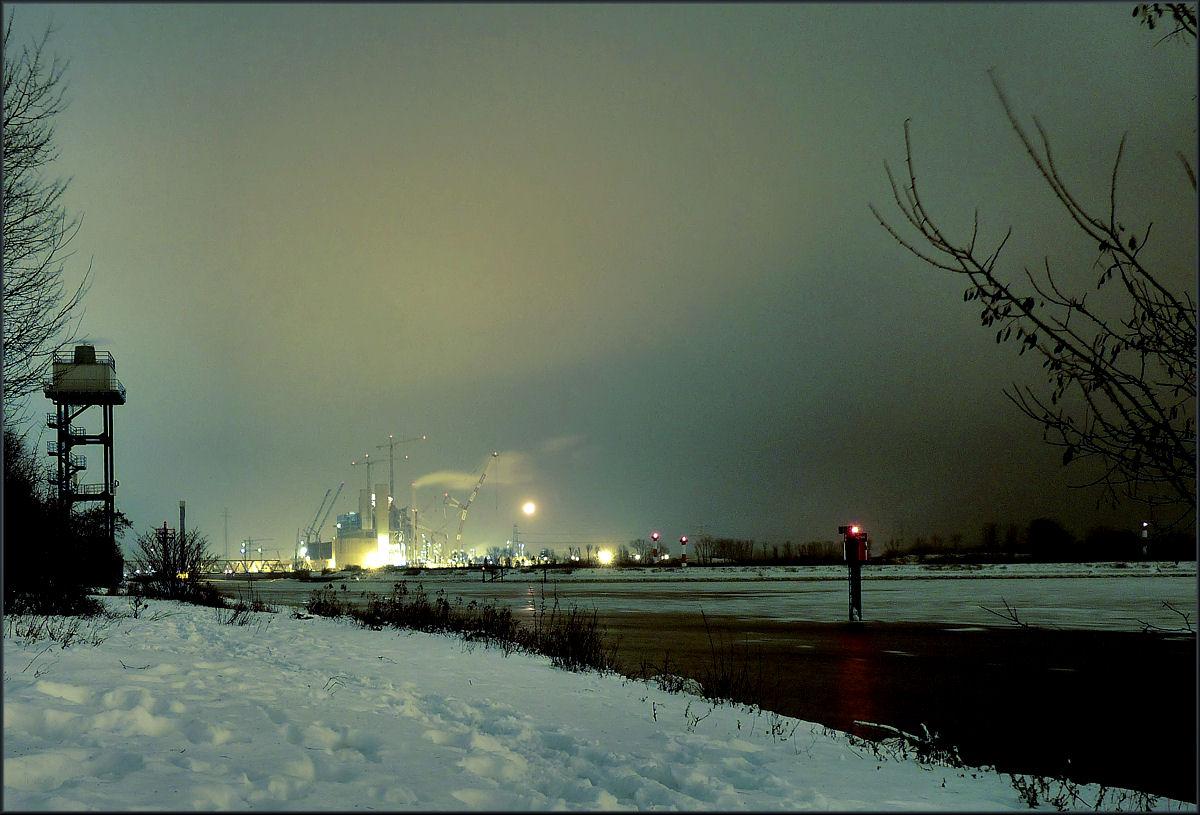 Hamburg KKW Moorburg im Winterkleid 1