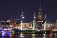 Hamburg — Rickmer Rickmers bei Nacht