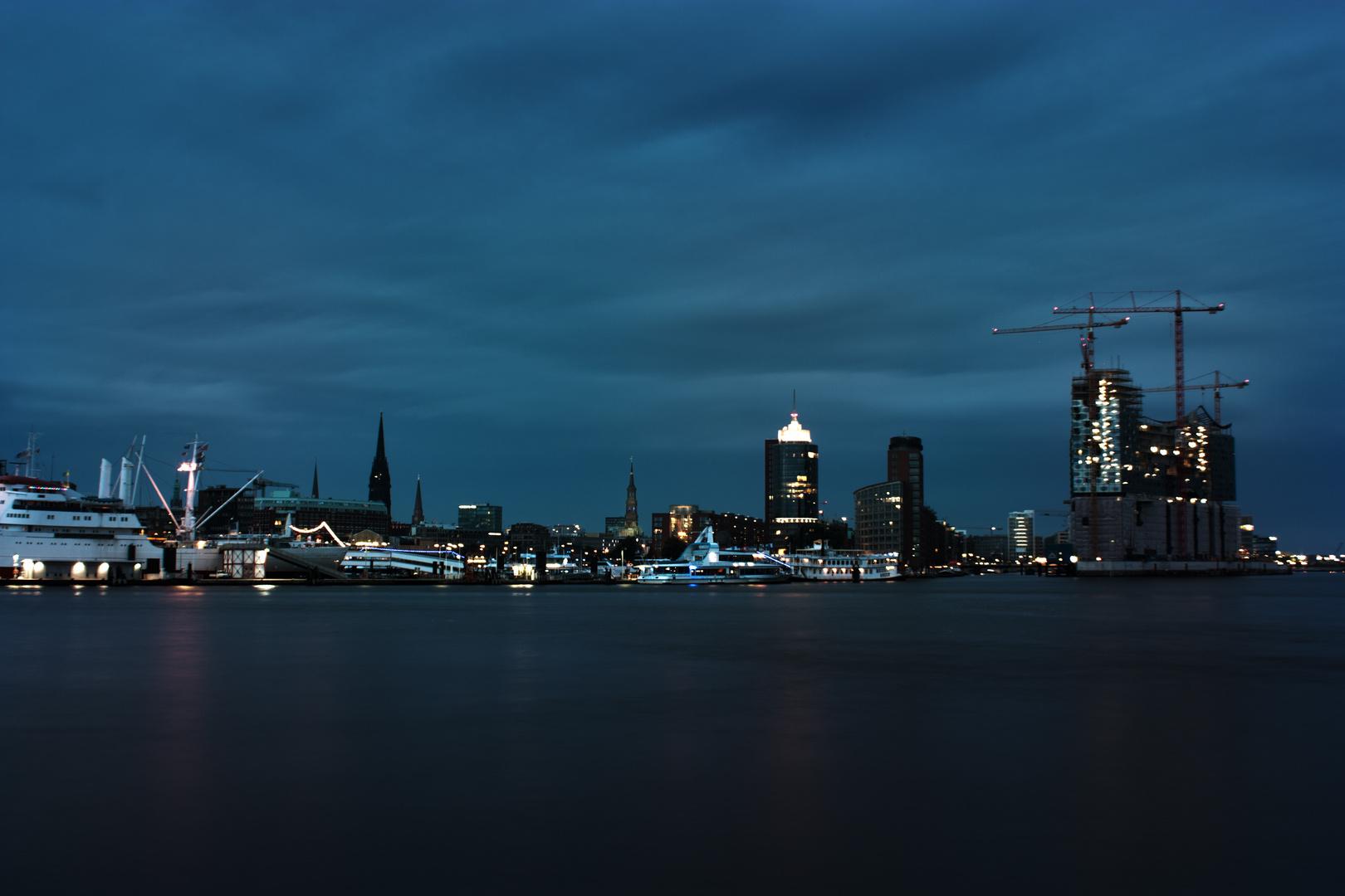 hamburg skyline bei nacht foto bild architektur. Black Bedroom Furniture Sets. Home Design Ideas