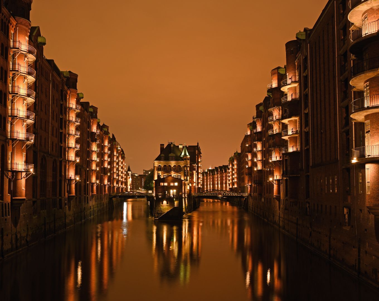Hamburg , Speicherstadt bei Nacht