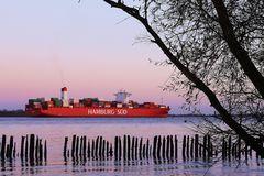 Hamburg Süd auf der Elbe