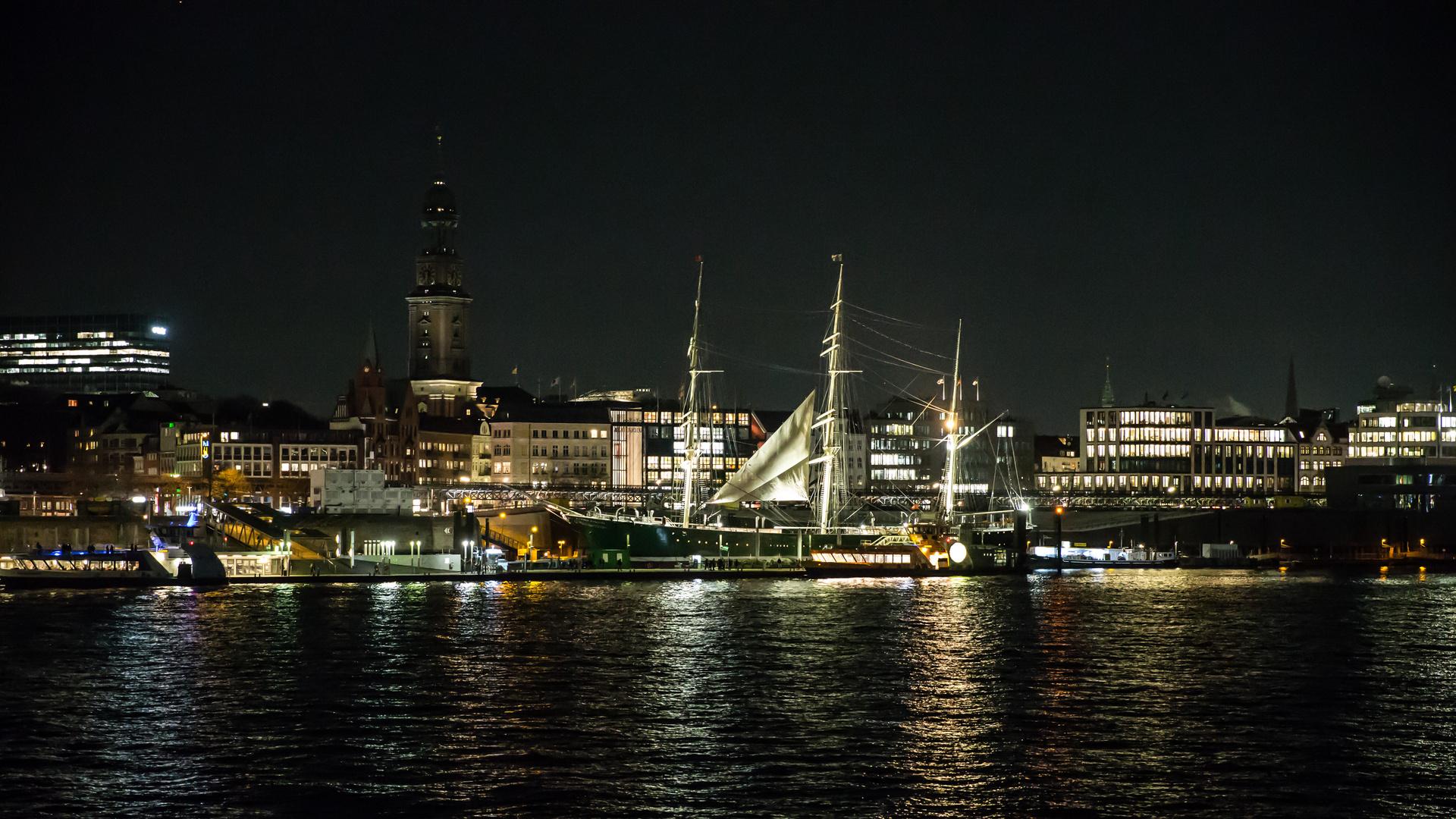 Hamburg von Steinwerder aus