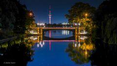 Hamburger Ansichten - Schwanenwik Brücke gespiegelt
