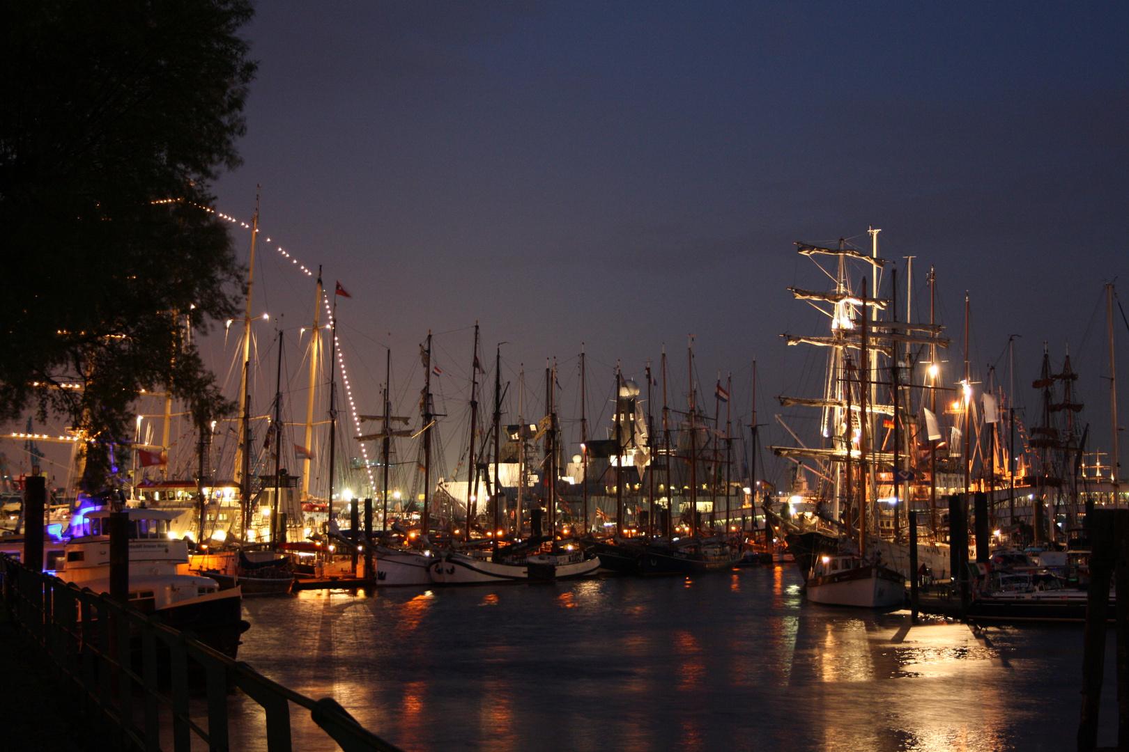 Hamburger Hafen am frühen Morgen