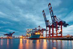 Hamburger Hafen zur blauen Stunde