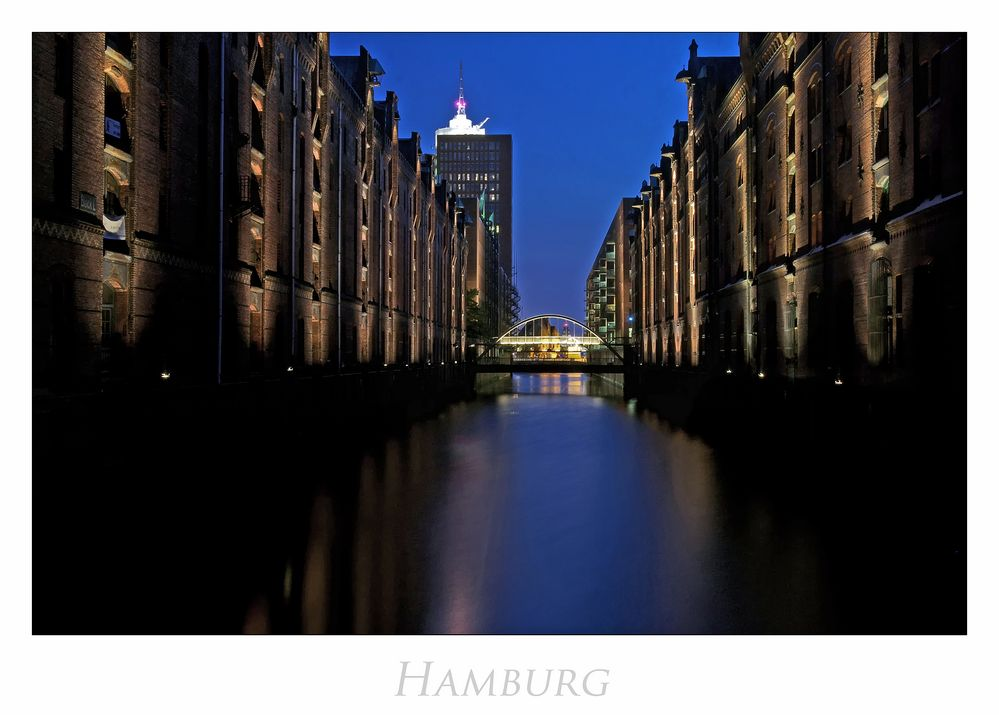 """Hamburger-Impressionen """" Speicherstadt, bei Nacht ....."""""""