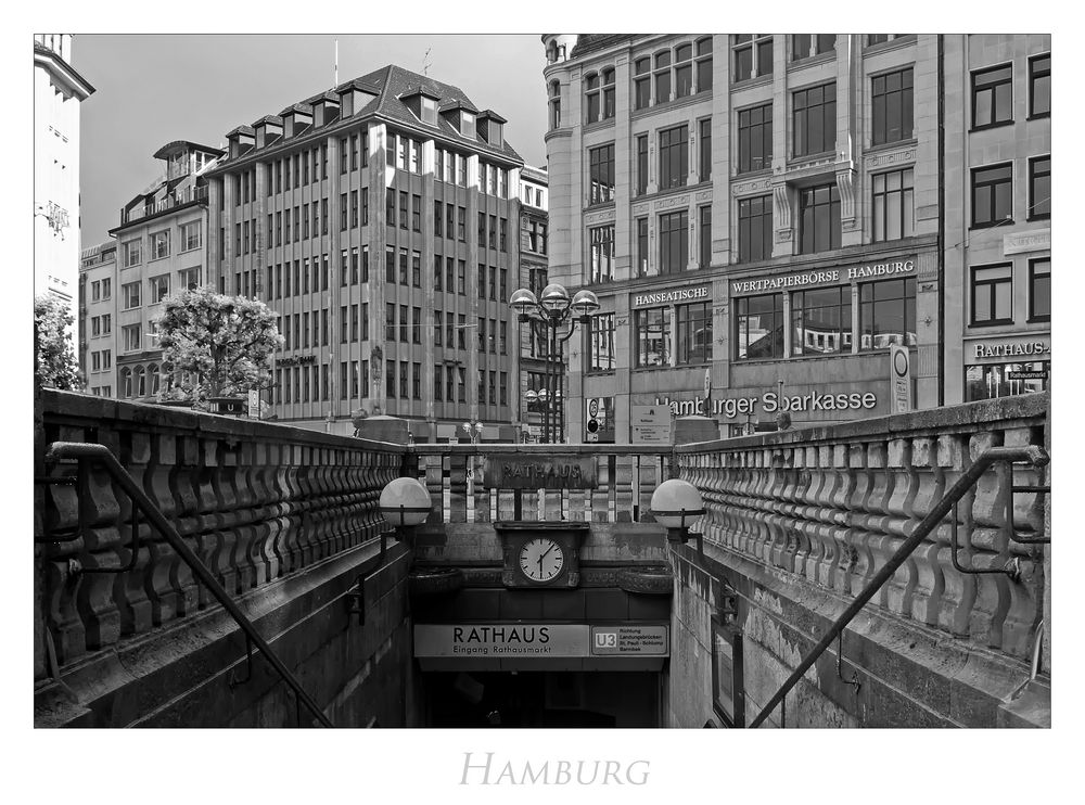 """Hamburger-Impressionen """" U-Bahn-Eingang vor dem Rathaus..."""""""
