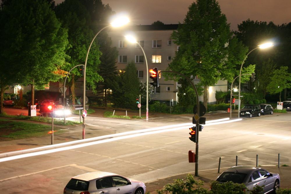 Hamburger Kreuzung bei Nacht