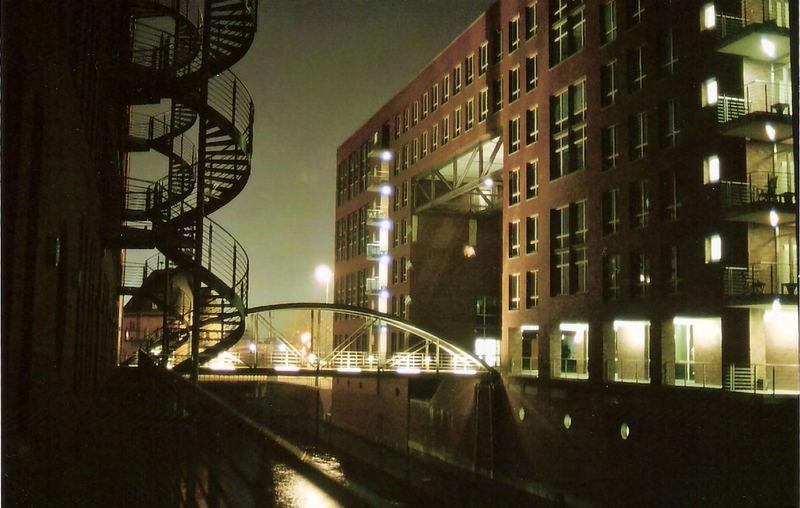 Hamburg´s Speicherstadt bei Nacht - Wunderschön!