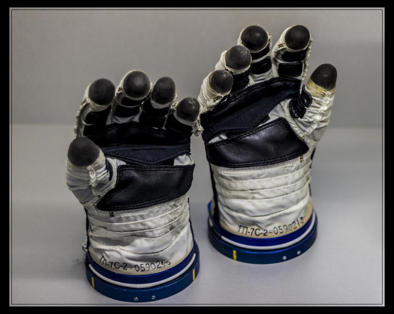 Handschuhe eines Astronauten
