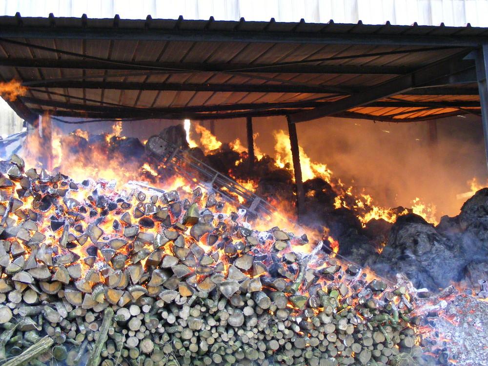 Hangar agricole en feux