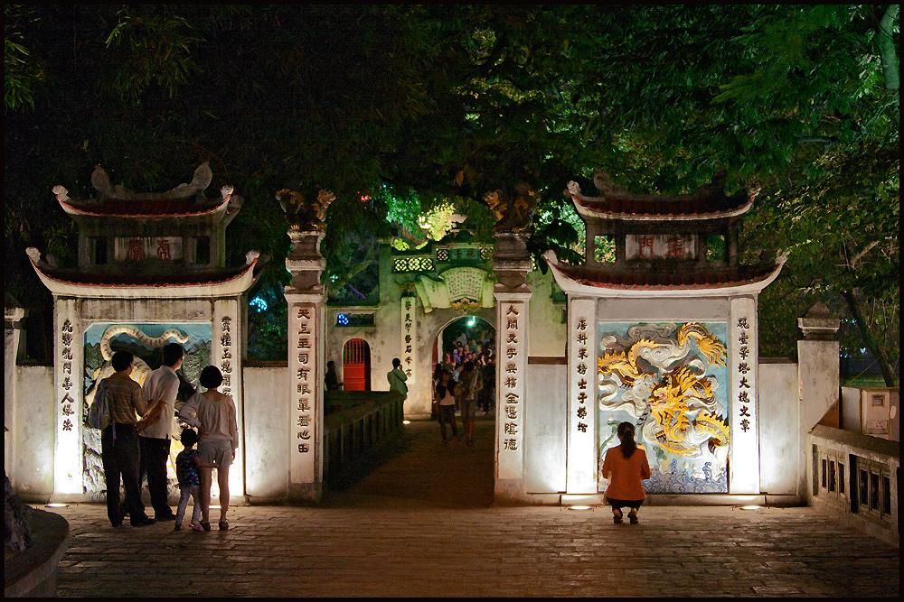 Hanoi at night- Tempel am Kiemsee