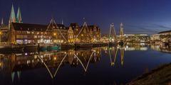 Hansestadt Lübeck: Museumshafen in Winterbeleuchtung