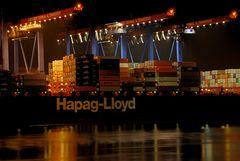 [...--- > Hapag Lloyd < ---...]