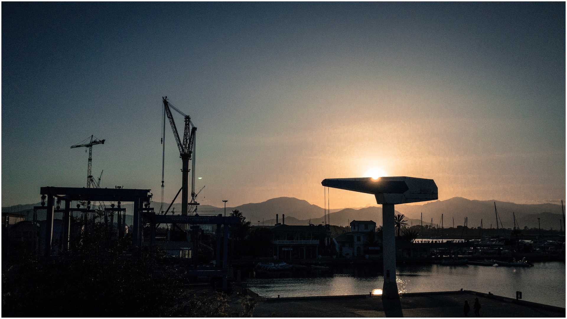 [harbour sunset]