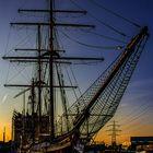 Harburger Binnenhafen im Abendlicht ...
