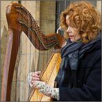 Harfenspielerin in Dublin