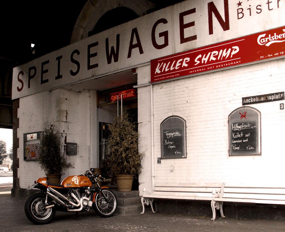 Harley am Speisewagen