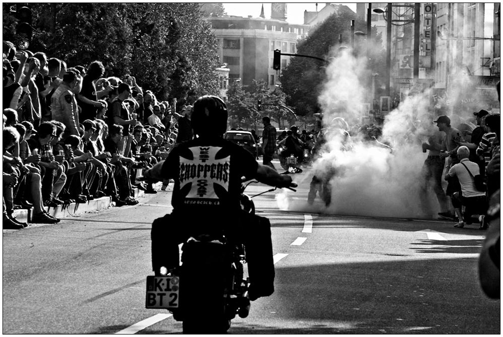 Harley Days 2008 in Hamburg, bis die Reifen brennen
