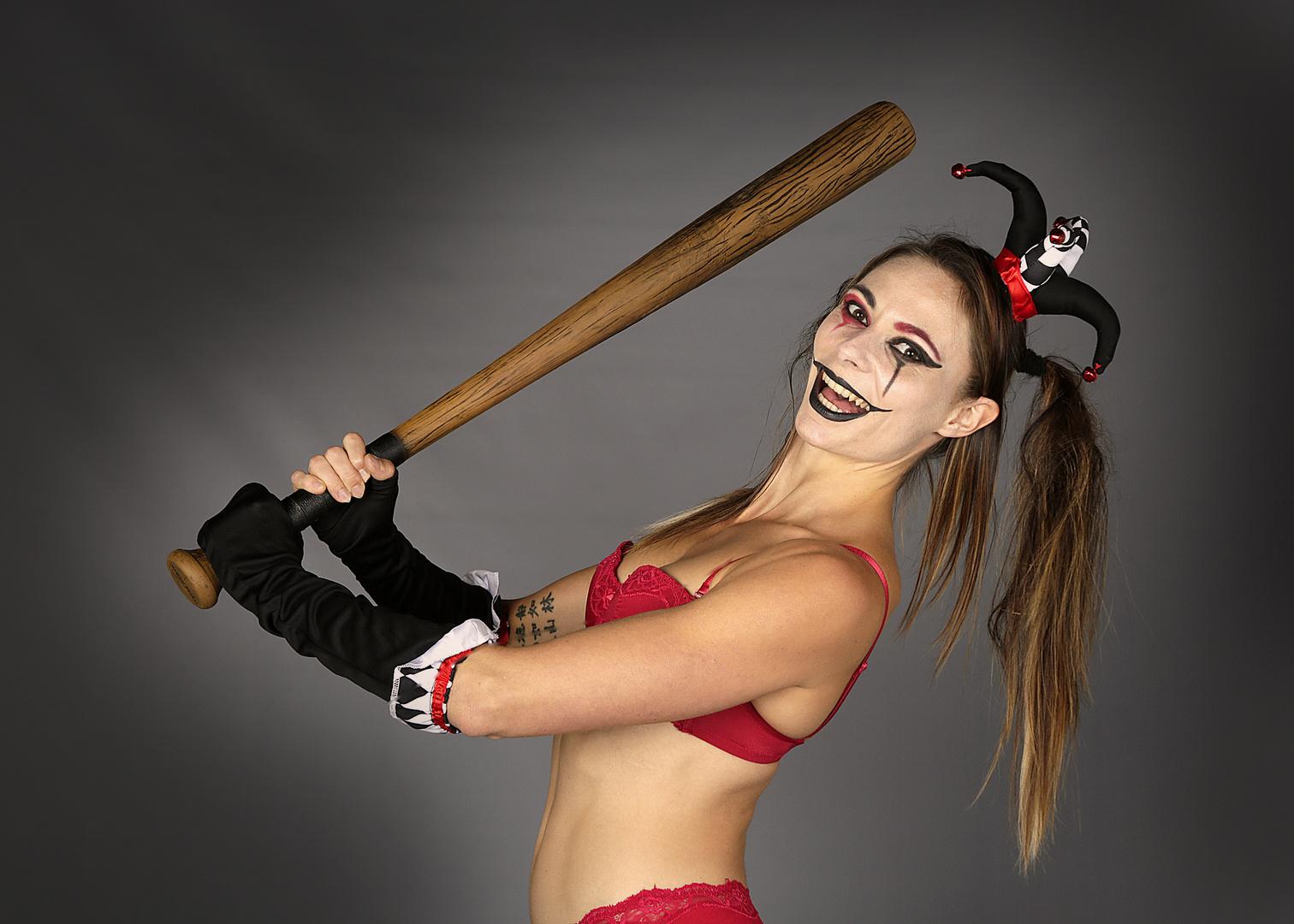 Harley Quinn - Prête à frapper avec....le sourire