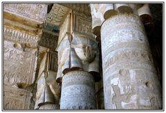 Hathorsäulen in Dendera