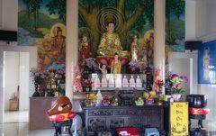 Hauptaltar der Tien Long Pagode in Saigon