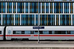 Hauptbahnhof München, Seitenflügel (Holzkircher Bahnhof)
