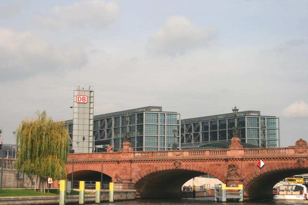 Hauptbahnhof von der Wasserseite