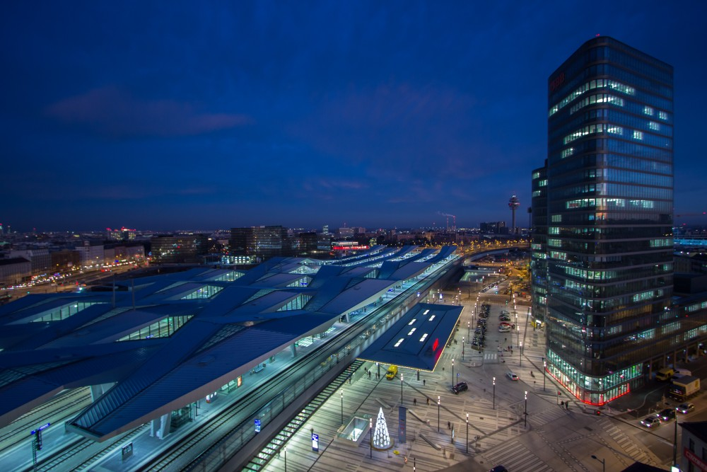 Hauptbahnhof Wien bei Nacht