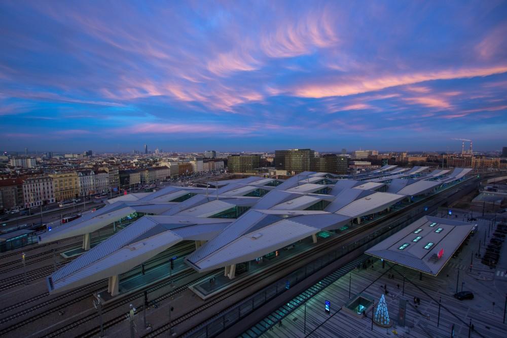 Hauptbahnhof Wien im Abendrot