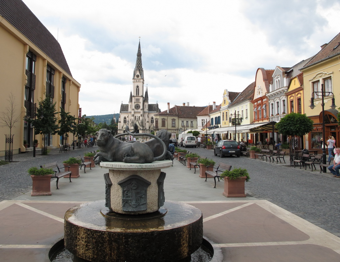 Hauptplatz in Köszeg (GÜNS) mit Julia Kirche