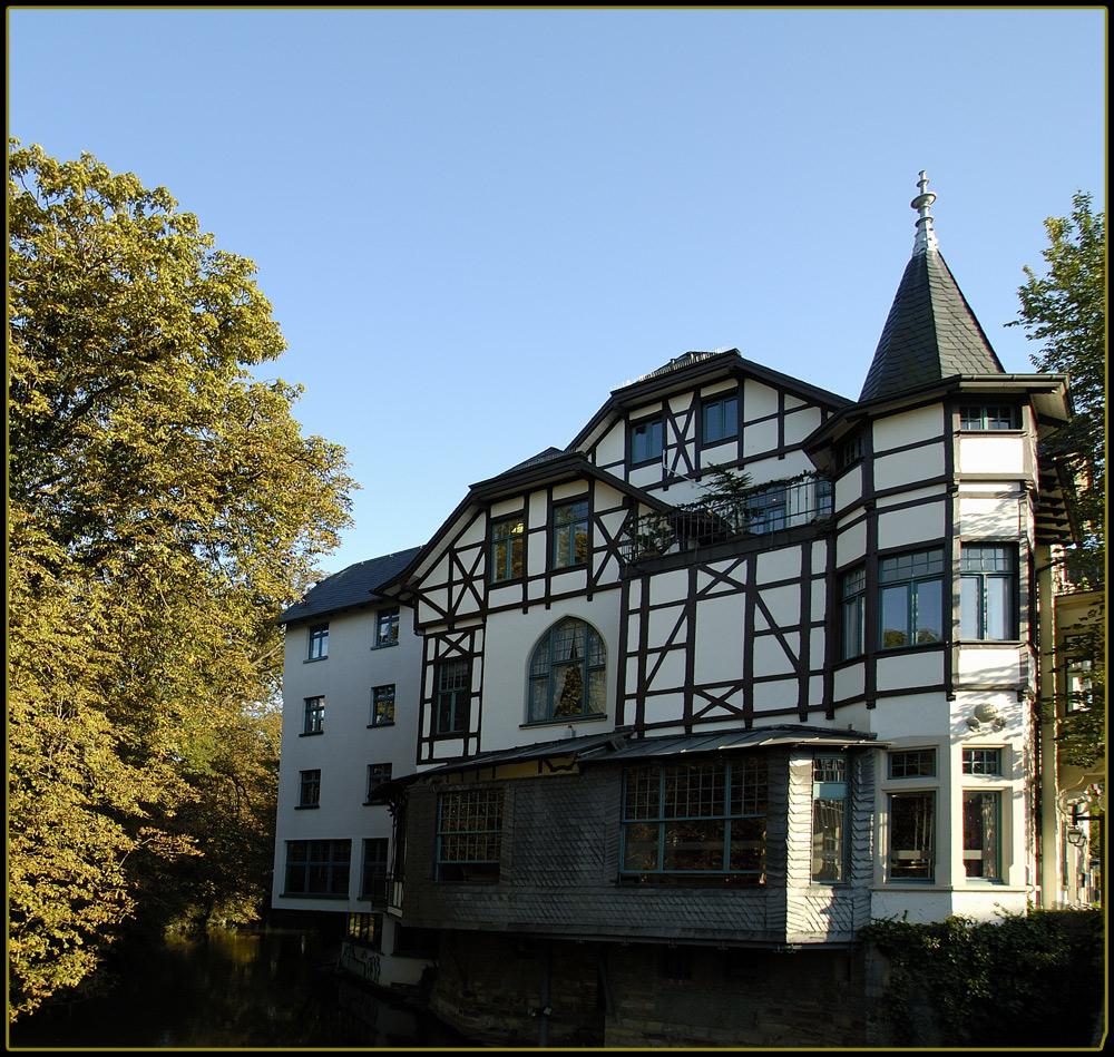 Haus am Fluss.