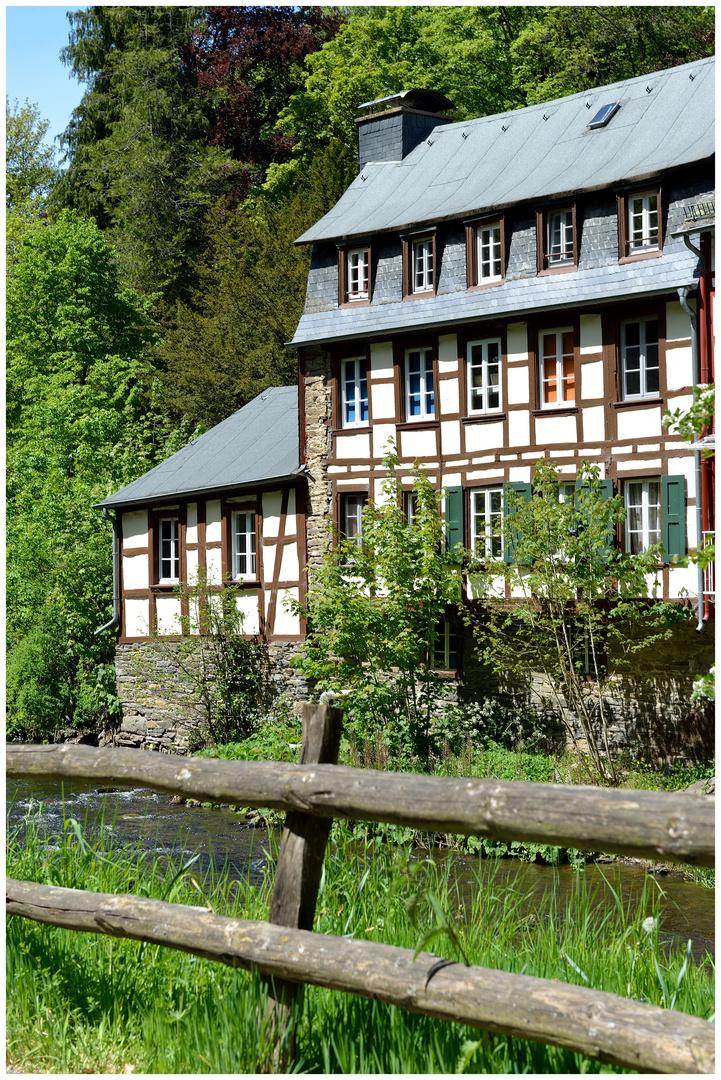 haus am fluss foto bild deutschland europe nordrhein westfalen bilder auf fotocommunity. Black Bedroom Furniture Sets. Home Design Ideas