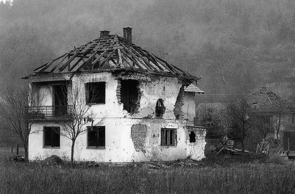 Haus bei Visoko, Bosnien Foto & Bild | reportage dokumentation, krieg und seine folgen, flos ...