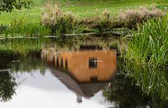 Haus im Teich Spiegelbild