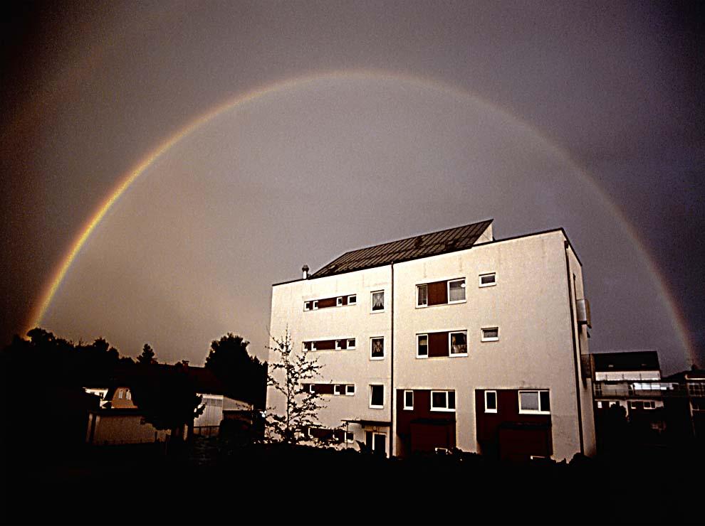 haus mit regenbogen