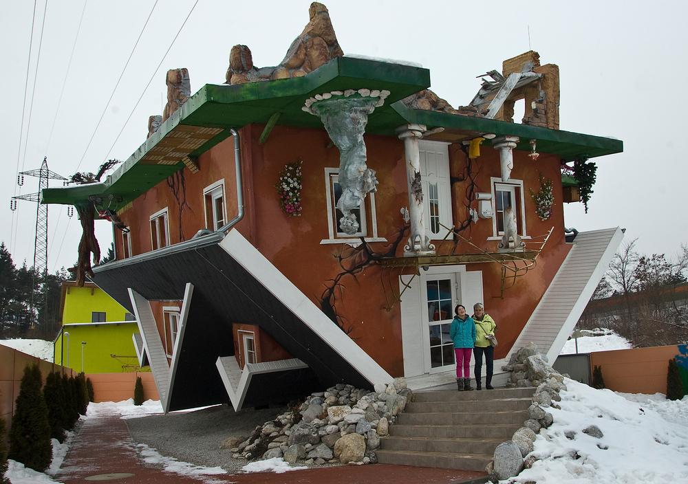 Haus steht Kopf Foto & Bild