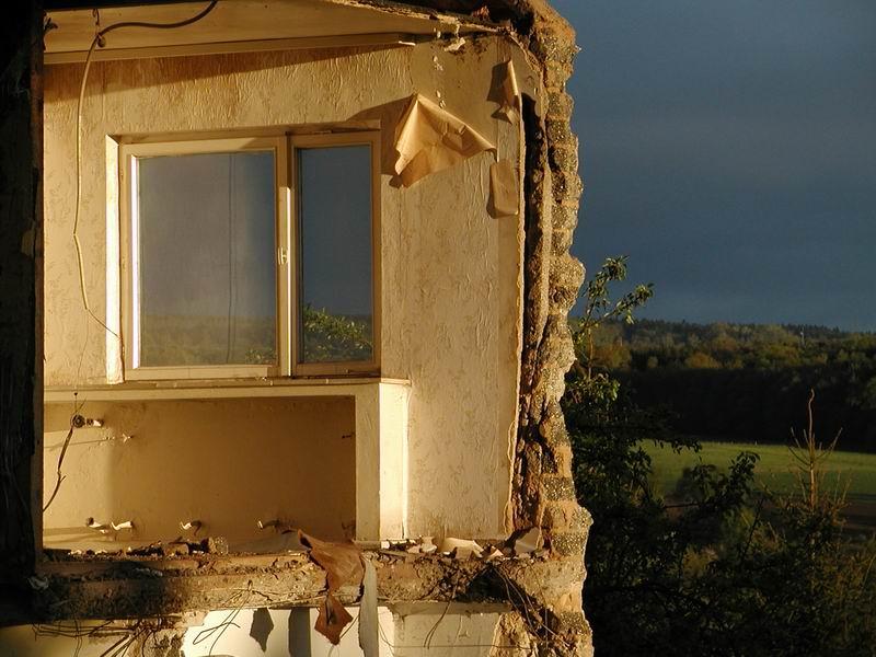 Hausabriss in der Abendsonne