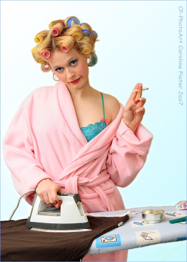 Hausfrau beim Buegeln ;O)