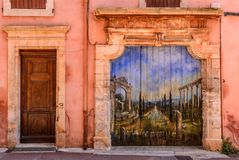 Haustor in Roussillon, Vaucluse, Provence, Frankreich