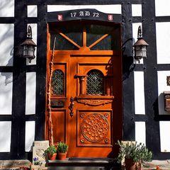 Haustür im alten Dorf Westerholt in Herten