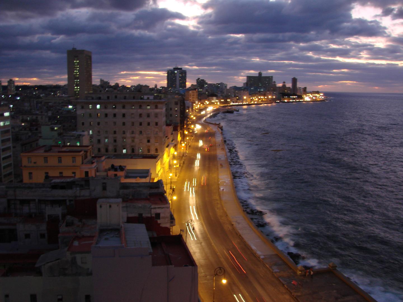 Havana Malekon at night